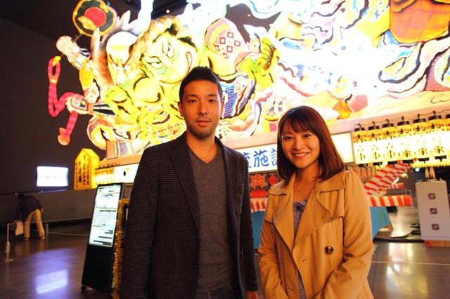 Các thành viên của ê-kíp sản xuất Việt Nam và Nhật Bản chụp ảnh lưu niệm cùng nhau.