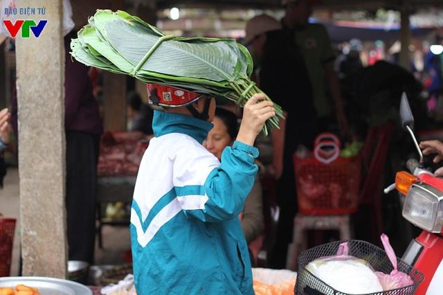 Lá dong phục vụ nhu cầu gói bánh chưng của người dân