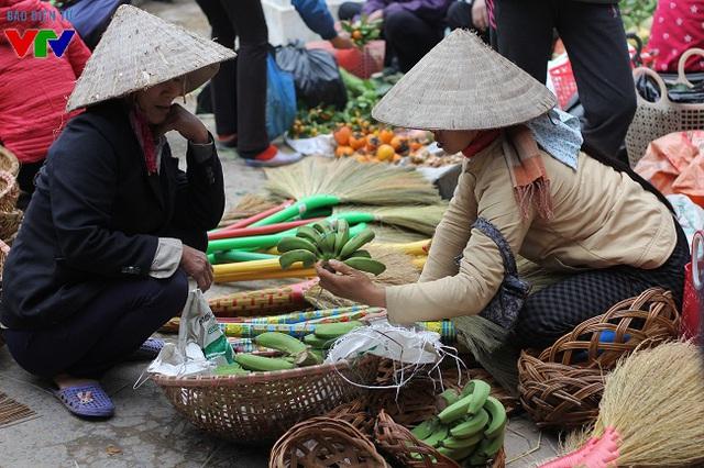 Chuối xanh là mặt hàng bán rất chạy vào dịp Tết do người dân thường tìm mua để đặt lên mâm ngũ quả ngày Tết