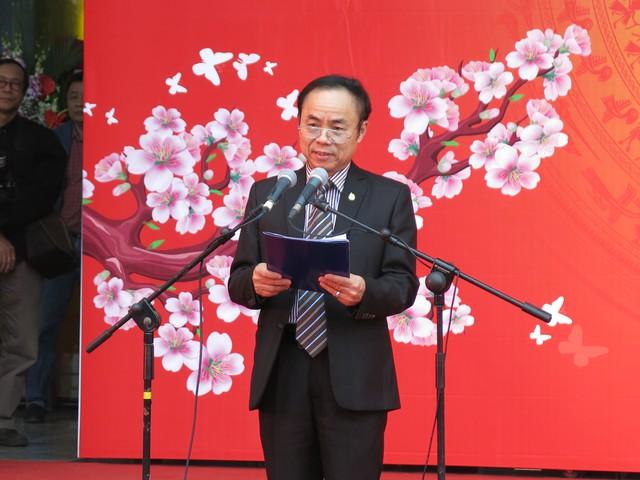 Ông Trần Bá Dung - Trưởng Ban Nghiệp vụ Hội Nhà báo Việt Nam - Phó Trưởng BTC Hội báo toàn quốc 2016 đọc quyết định khen thưởng và danh sách giải thưởng cho các đơn vị báo chí, truyền thông.