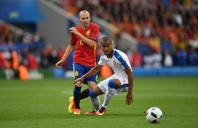 Iniesta là linh hồn trong lối chơi của ĐT Tây Ban Nha