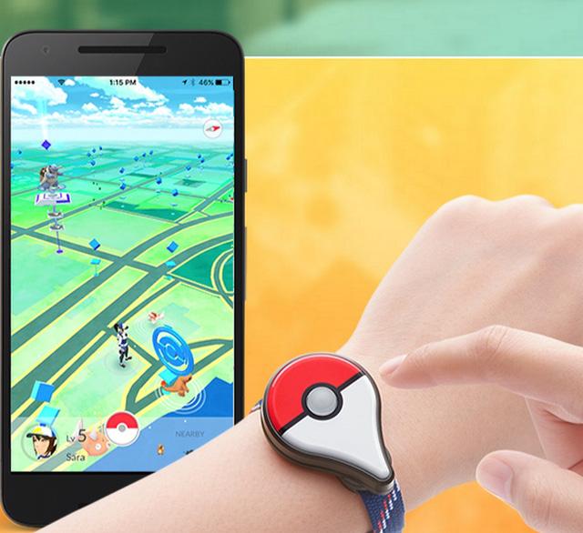 Pokémon GO Plus được thiết kế giống như một chiếc vòng tay, hỗ trợ kết nối Bluetooth