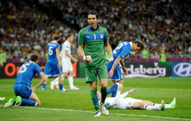 Buffon luôn là điểm tựa vững chắc ở hàng thủ ĐT Italia