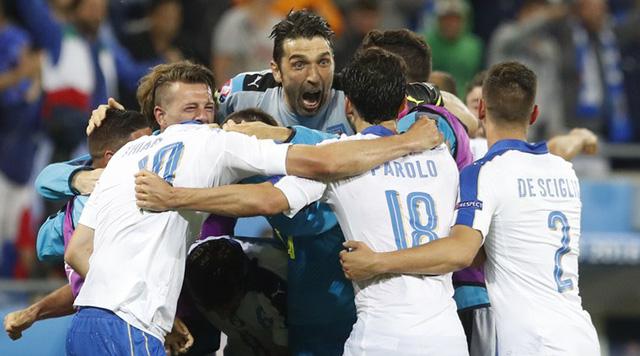 Italya khiến NHM ngỡ ngàng và bất ngờ khi giành chiến thắng 2-0 trước tuyển Bỉ ngay trong ngày ra quân tại EURO 2016. Ảnh: AP