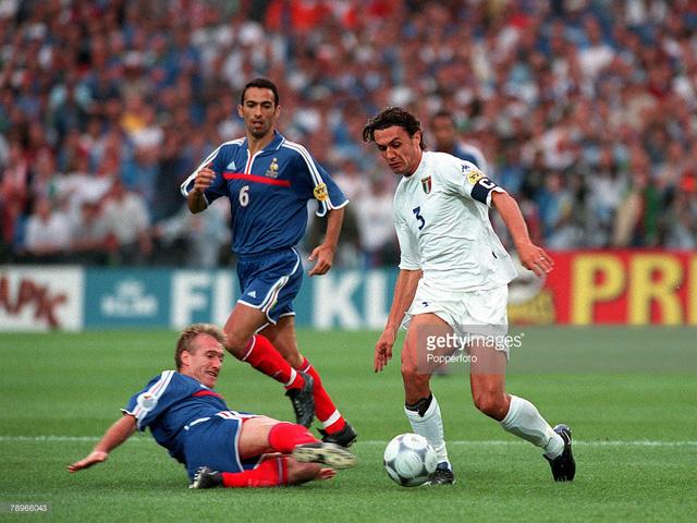 Italy đã đánh rơi chức vô địch EURO 2000 ở những phút cuối trận. Ảnh: Getty