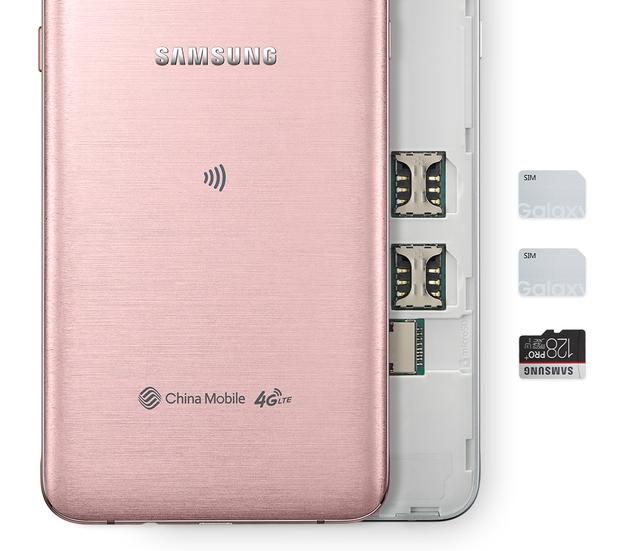 Hai smartphone đều hỗ trợ kết nối đồng thời 2 SIM và mở rộng dung lượng lên tới 128GB