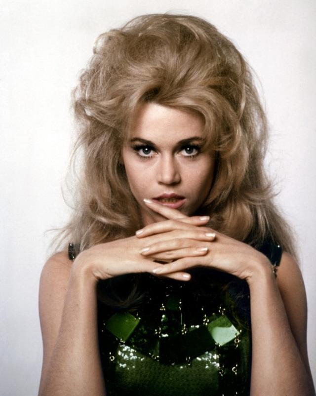 Jane Fonda từng gây sốt màn ảnh với mái tóc mang tính biểu tượng qua vai diễn trong bộ phim Barbarella năm 1968.