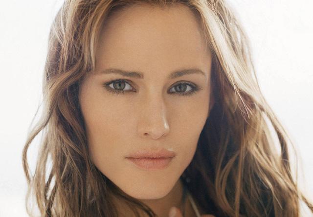 Nữ diễn viên Jennifer Garner cũng có đôi môi quyến rũ và những đường nét chuẩn trên gương mặt.