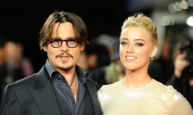 Amber Heard cáo buộc Johnny Depp bạo hành cô cả về thể chất lẫn tinh thần. Lời cáo buộc đã ngay lập tức nhận được sự phản hồi từ 2 người phụ nữ trong quá khứ của Johnny, chuyên gia trang điểm Lori Anne Allison và Vanessa Paradis. (Ảnh: ibtimes)