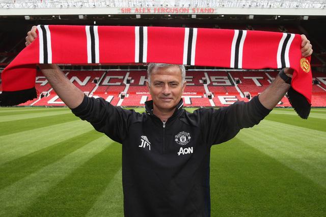 Mourinho chính thức ra mắt sân Old Trafford