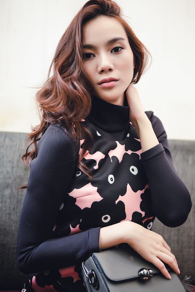 Trong những khoảnh khắc mới nhất, Trương Kiều Diễm tự tin thể hiện sự năng động, tươi trẻ trong những thiết kế váy liền, dáng suôn kết hợp hài hòa những chi tiết gấp, xếp ly tinh tế.