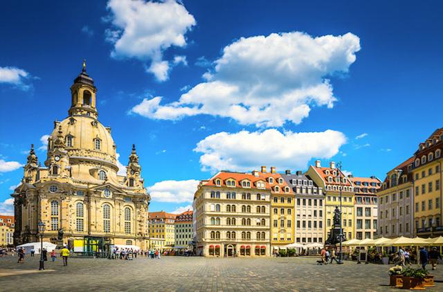 Dresden, thành phố đầy sức sống nằm bên sông Elbe, với những công trình kiến trúc mang phong cách Baroque như dãy nhà Bruehl, Dresden Frauenkirche hay nhà thờ Lutheran. (Ảnh: touropia)