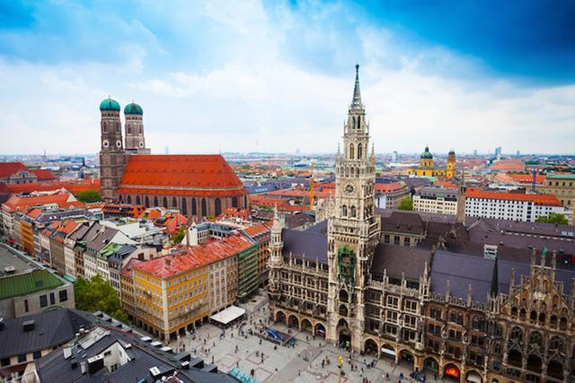 Munich có kiến trúc tráng lệ của những lâu đài, bảo tàng và công viên đẹp cùng các nhà hàng, khu mua sắm và giải trí. (Ảnh: touropia)