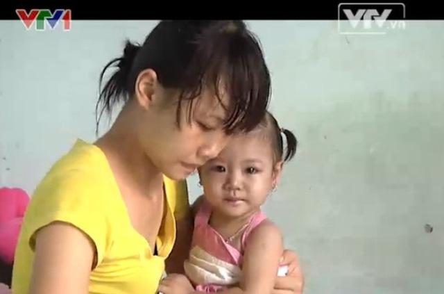 Cháu Khánh Thi lúc 2 tuổi, khi mắc bệnh tim bẩm sinh