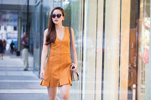 Trang phục hiện đại ở phom dáng, đường cắt và màu sắc giúp chân dài tự tin dạo phố.