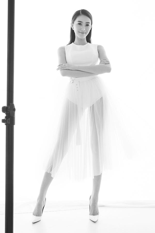 Lê Hà từng lọt vào vòng Chung kết Hoa hậu Việt Nam 2014. Cô có gương mặt sáng và ăn ảnh.