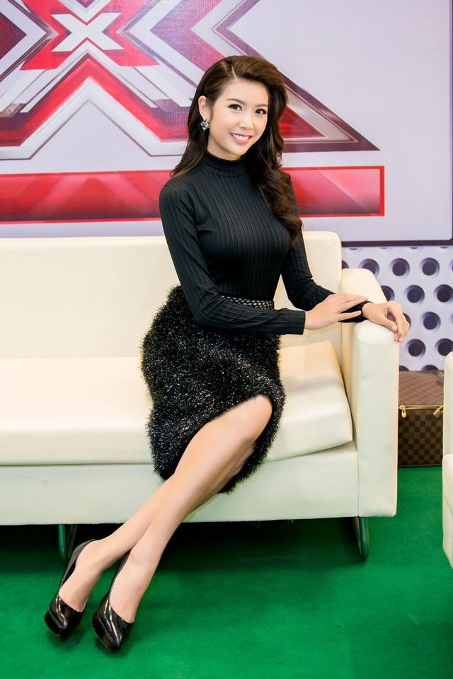 Nữ MC từng học đàn piano từ khi còn nhỏ, sau đó theo học 3 năm ngành thanh nhạc và có khả năng sáng tác.