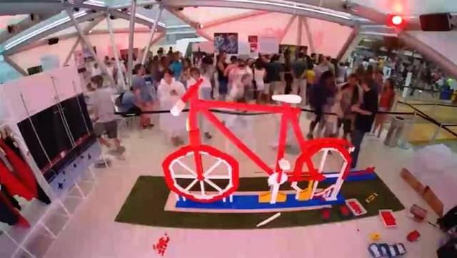 Chiêc s xe đạp mô hình từ Lego tại khu trưng bày. Ảnh: APTN