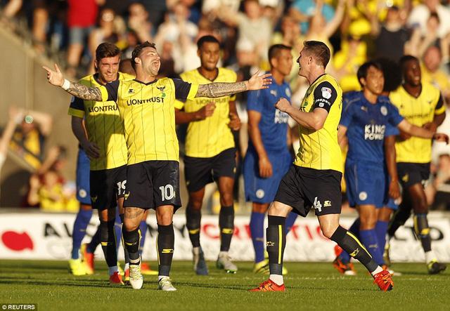 Oxford United bất ngờ mở tỉ số trận đấu