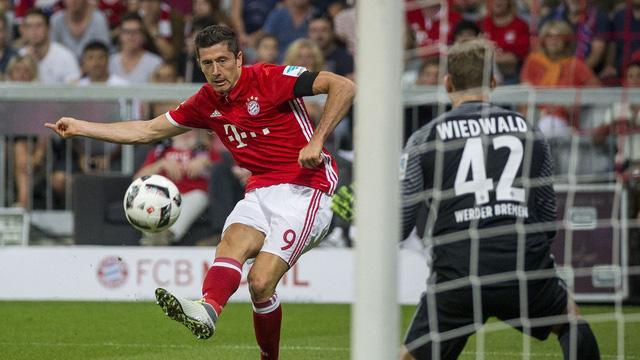 Lewandowski lập hat-trick ngay trong trận đấu mở màn Bundesliga