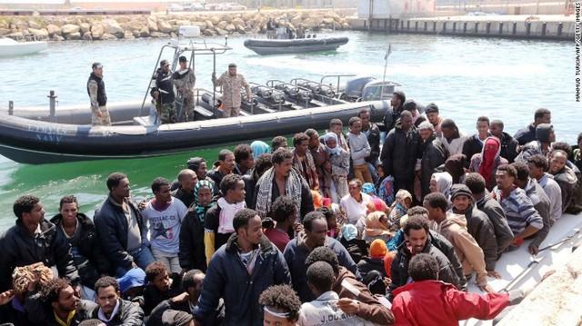 Phiến quân IS có thể trà trộn trong dòng người di cư sang châu Âu. (Ảnh: Getty Images)