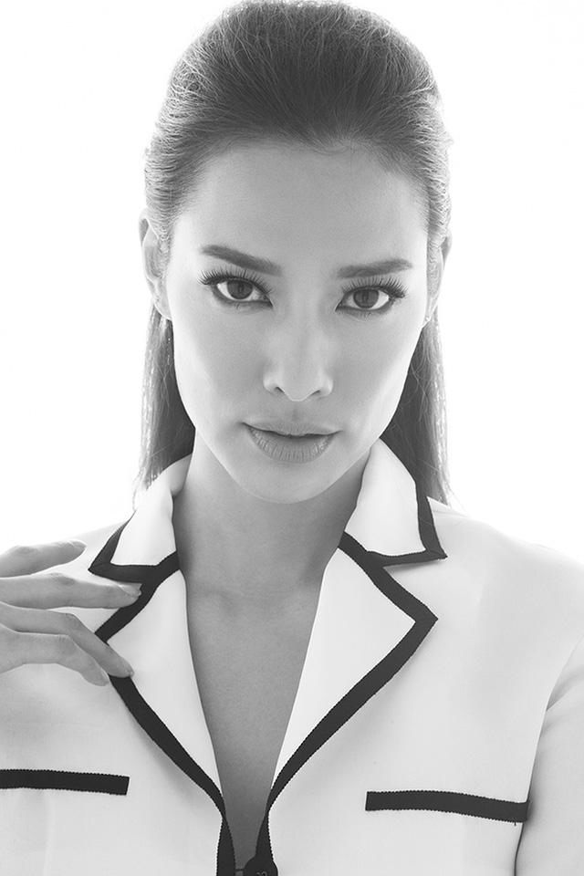 Lily Nguyễn sinh năm 1993 nhưng đã có 6 năm làm người mẫu trong nước và nước ngoài như Canada, Thailand, Hongkong…