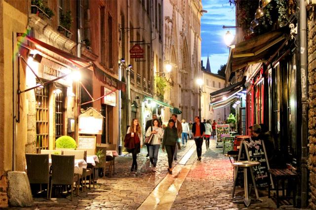 Khu phố cổ Lyon về đêm (Ảnh: Magellan)