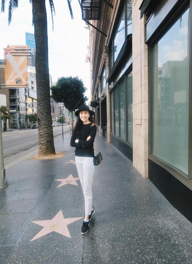 Mai Ngọc tham quan Đại lộ Danh vọng. Nơi vinh danh tên tuổi các ngôi sao này là một phần quan trọng của ngành công nghiệp giải trí ở Hollywood.