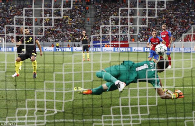 Aguero sút trượt quả penalty đầu tiên
