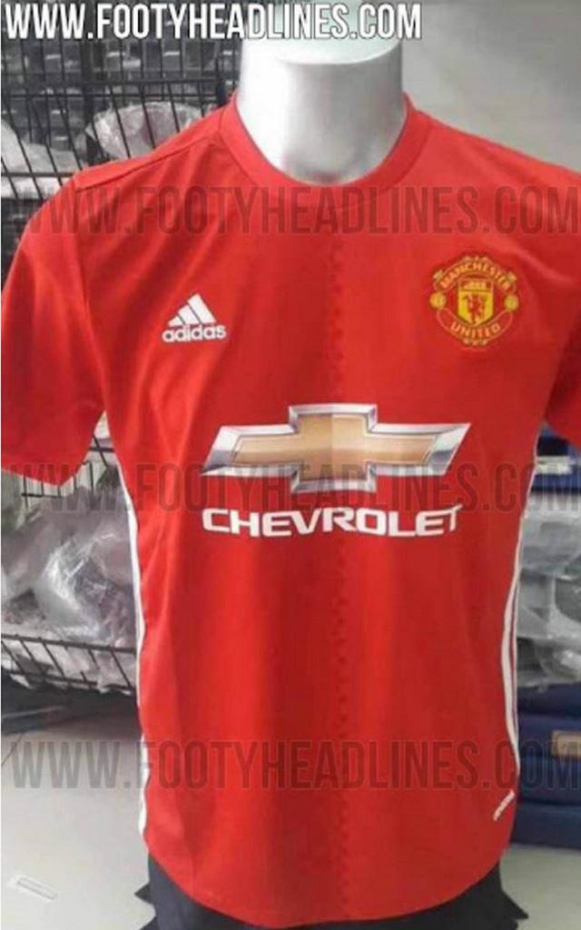 Màu đỏ trên áo sân nhà của Man Utd trở nên nhạt hơn