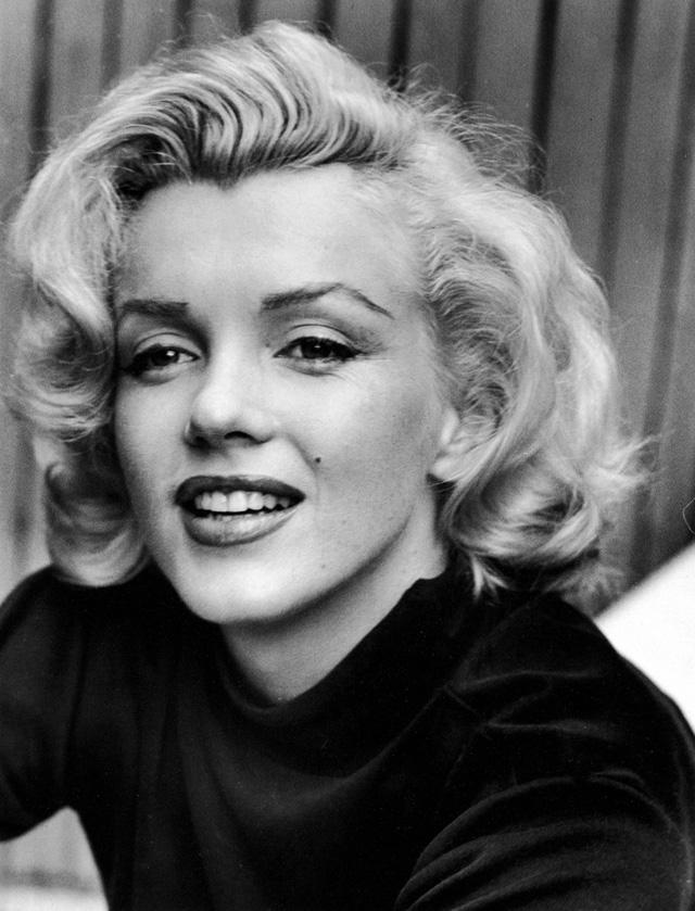 Kiều nữ tóc vàng Marilyn Monroe không chỉ được biết đến qua vai diễn trong những bộ phim như Some Like It Hot, The Seven Year Itch, Gentlemen Prefer Blondes mà còn được coi là biểu tượng của sắc đẹp Hollywood.