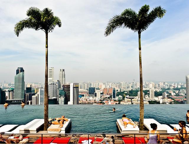 Bể bơi SkyPark - Khách sạn Marina Bay Sands, Singapore.