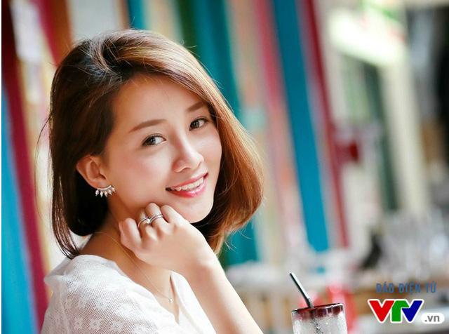 Quỳnh Chi cũng là nữ MC để lại ấn tượng trong lòng khán giả bởi vẻ ngoài dịu dàng, nữ tính. Đặc biệt, mái tóc ngắn đã góp phần thể hiện vẻ đẹp trẻ trung cho nữ MC của Ban Thể thao VTV.