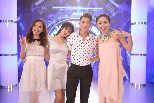 Cao Thanh Thảo My cùng với 3 giám khảo của Vietnam Idol Kids 2016.