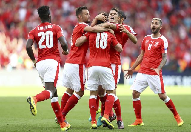ĐT Thụy Sỹ lần đầu vượt qua vòng bảng EURO