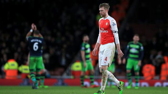 Mertesacker cùng nhiều trụ cột của Arsenal sẽ phải vắng mặt khi mùa giải mới khởi tranh