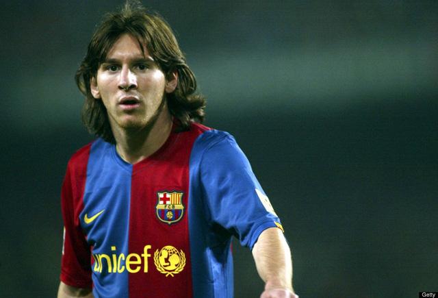 Mái đầu theo phong cách 50-50 của Messi năm 2007