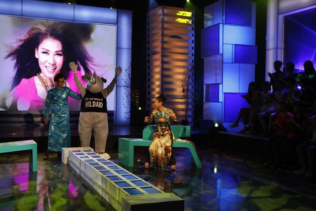 Ca sĩ Thu Minh bất ngờ trước sự xuất hiện của khách mời đặc biệt - một trong những học trò cưng của nữ ca sĩ.
