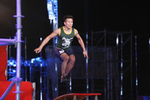 Trong khi đó, Cú Nhảy Phi Thường lại thể hiện sức mạnh của phần cơ đùi và chân nhiều hơn