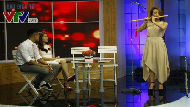 Huyền Trang - cô gái thổi sáo gây sốt tại Vietnam's Got Talent 2013, đã quyết định kết hợp với bạn trai SlimV trong những nhạc phẩm mới nhất. Với cây flute, Huyền Trang táo bạo, biến những dòng nhạc cổ điển trở nên trẻ trung, gần gũi hơn.