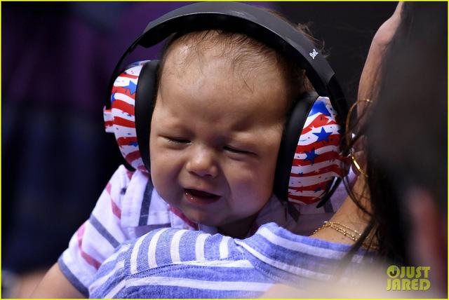 Con trai 3 tháng tuổi của Phelps luôn có mặt trong tất cả các cuộc thi đấu của cha tại Olympic Rio 2016.