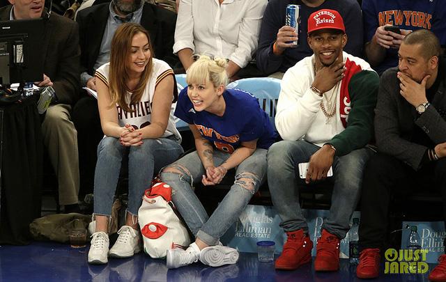 Tái hợp với bạn trai, Miley Cyrus không còn thích tiệc tùng - Ảnh 1.