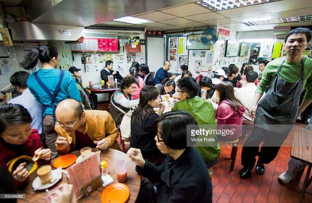 Trà sữa được coi là thức uống không thể thiếu đối với người dân Hong Kong (Trung Quốc).