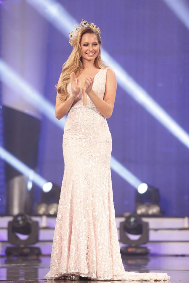 Hoa hậu Hòa bình thế giới 2015 Claire Parker