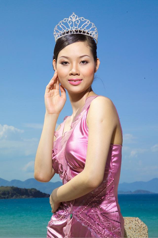 Hoa hậu Phạm Thị Mai Phương đăng quang Hoa hậu Việt Nam 2002. Khi đó cô đang là học sinh lớp 12 chuyên Lý của THPT năng khiếu Trần Phú, Hải Phòng. Sau khi đăng quang, Mai Phương được cử đại diện cho Việt Nam lần đầu tham gia một trong những cuộc thi sắc đẹp quốc tế Hoa hậu Thế giới.