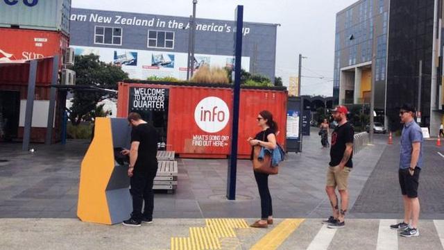 Chiếc máy ATM đặc biệt này được đặt tại nhiều thành phố ở New Zealand. Ảnh: BBC
