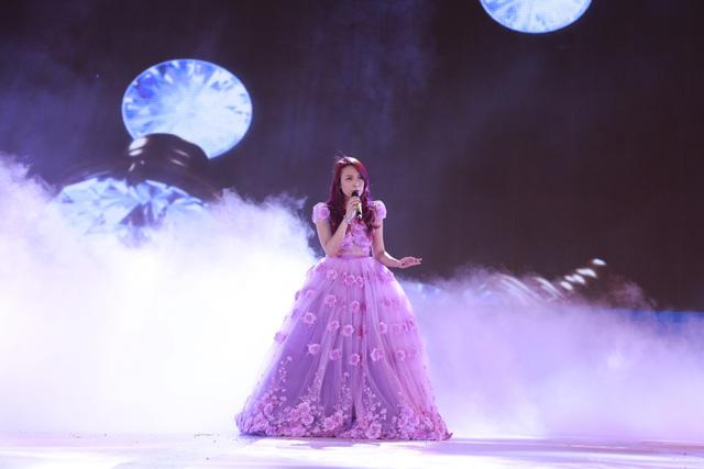Mỹ Tâm trình diễn trên sân khấu Hoa hậu Biển Việt Nam 2016
