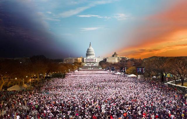 Người dân Mỹ chúc mừng Tổng thống Barack Obama ở trước nhà Quốc hội Mỹ vào năm 2013 (Ảnh: Stephen Wilkes)
