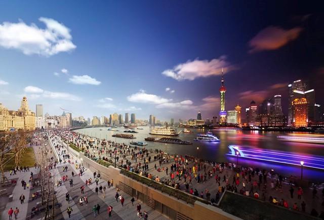 Người dân ở Pudong, Thượng Hải (Ảnh: Stephen Wilkes)
