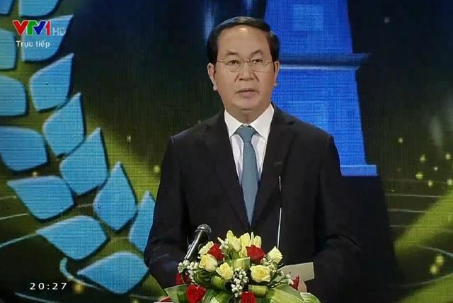 Chủ tịch nước Trần Đại Quang gửi lời chúc mừng tới các nhà báo vinh dự được trao giải thưởng Báo chí Quốc gia lần thứ X - năm 2015